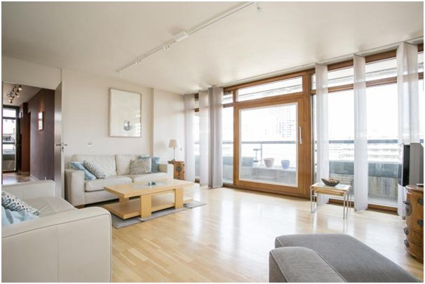 This Rare 3 Bed Defoe House Corner Flat Described As One Of The Most Ious Apartments In Barbican At 1 346 Square Feet Is On Offer Frank Harris